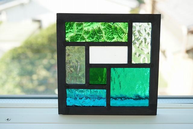 12×12cm 碧 ブルーグリーン シリーズ 正規品送料無料 グリーン系 7種類ガラスの組み合わせ 白も入って海のイメージステンド工房直販 ガラス サイズ変更OK ステンドグラス パネル 住宅用 7つのスクエア 開店祝い ブルーグリーン×グリーン 12cm×12cm 小窓 建材パーツ 室内装飾 壁埋め込み ステンド 新築 壁装飾 リフォーム 空間アクセント インテリア 明かり採り 改築 室内窓 緑色 新生活