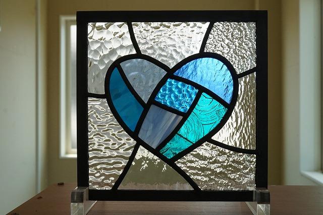 ステンドグラス ブルー×ブルーグリーンのハート 7種のクリア 18cm×18cm