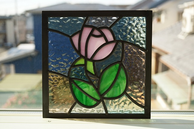 ステンドグラス ピンクのバラ 淡い色の組み合わせ  18cm×18cm