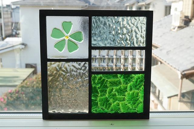 ステンドグラス 五つのガラスフュージング桜 透けるきみどり 18cm×18cm