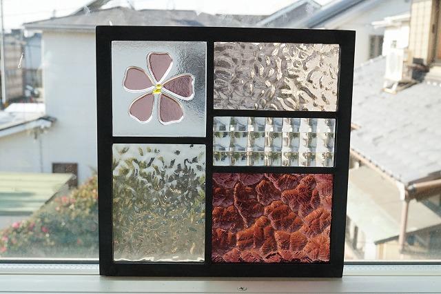 ステンドグラス 五つのガラスフュージング桜 透けるスモークピンク 18cm×18cm