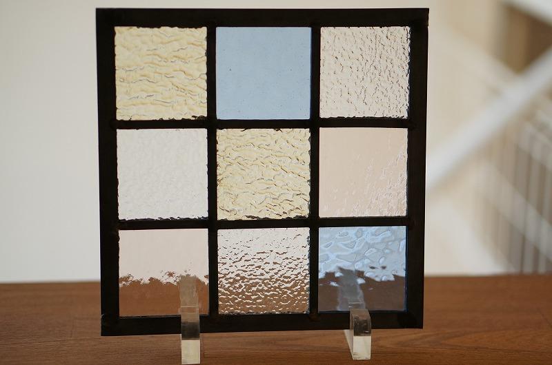 ステンドグラス 格子3×3 淡い色1 18cm×18cm