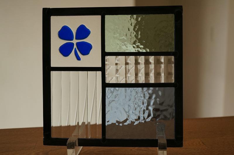 ステンドグラス 五つのガラスフュージングクローバー ブルー 18cm×18cm