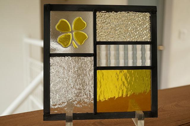 ステンドグラス 5つのガラスフュージング クローバー イエロー 18cm×18cm