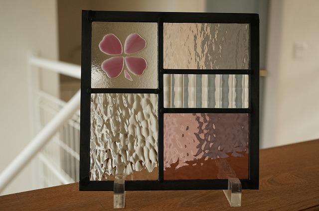 ステンドグラス 5つのガラスフュージング クローバー ピンク 18cm×18cm