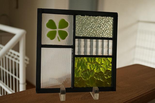 ステンドグラス 5つのガラスフュージング クローバー きみどり 18cm×18cm