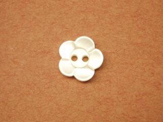 海外並行輸入正規品 お買い得 40%OFFの激安セール 貝調ポリ樹脂 乳白色 ブラウス用ボタン-花-11.5mm6個で270円PBAZ-4842-115 ネコポス便OK シャツ