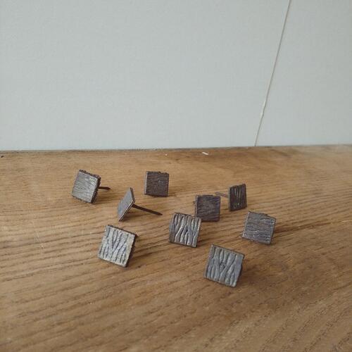 アンティーク お求めやすく価格改定 おしゃれ 飾り鋲 飾り釘 真鍮 黒 15mm 春の新作 角型