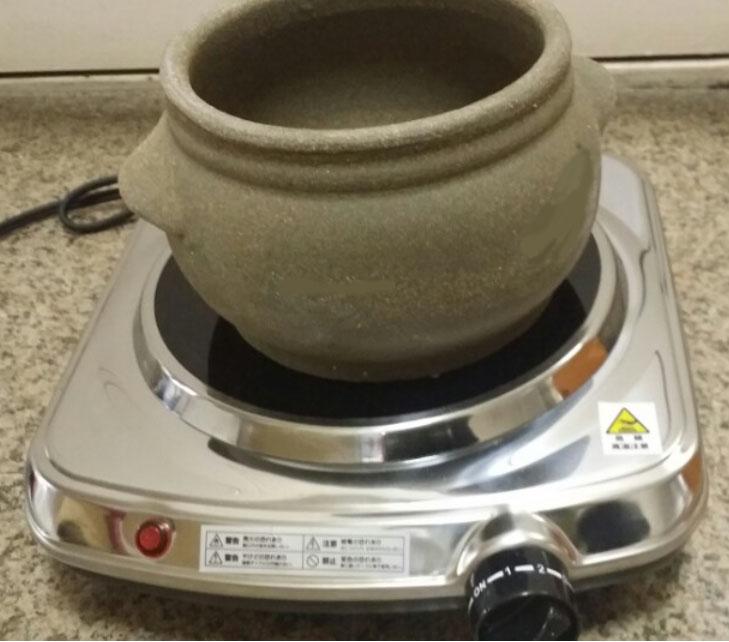 ヨモギ蒸しサロンの悩み解決、ヨモギ蒸し黄土壺と掃除しやすいコンロの電気コンロ