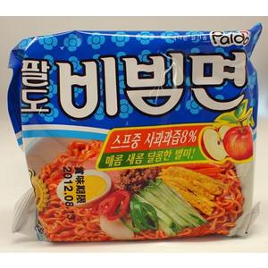 即席で食べれるピリ辛韓国冷麺です スープにリンゴ果汁8%が入っていて辛くて酸っぱくて甘い美味しいビビン麺です ■日本語表示■Paldo パルト 130g まとめ買い特価 価格 ビビン麺 545Kcal