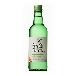 焼酎の原料の80%である水に 新作 世界初天然ミネラルアルカリ水を使用しています アラニンとアスパラギンを添加してありますので二日酔いになりにくいお酒です 出群 韓国チョウムチョロム焼酎360ml 17.5度