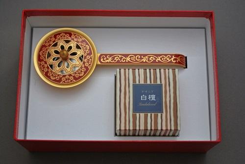 ブランド買うならブランドオフ 唐草彫豆柄香炉 赤 超歓迎された 日本香堂 白檀 コーンタイプ12個入