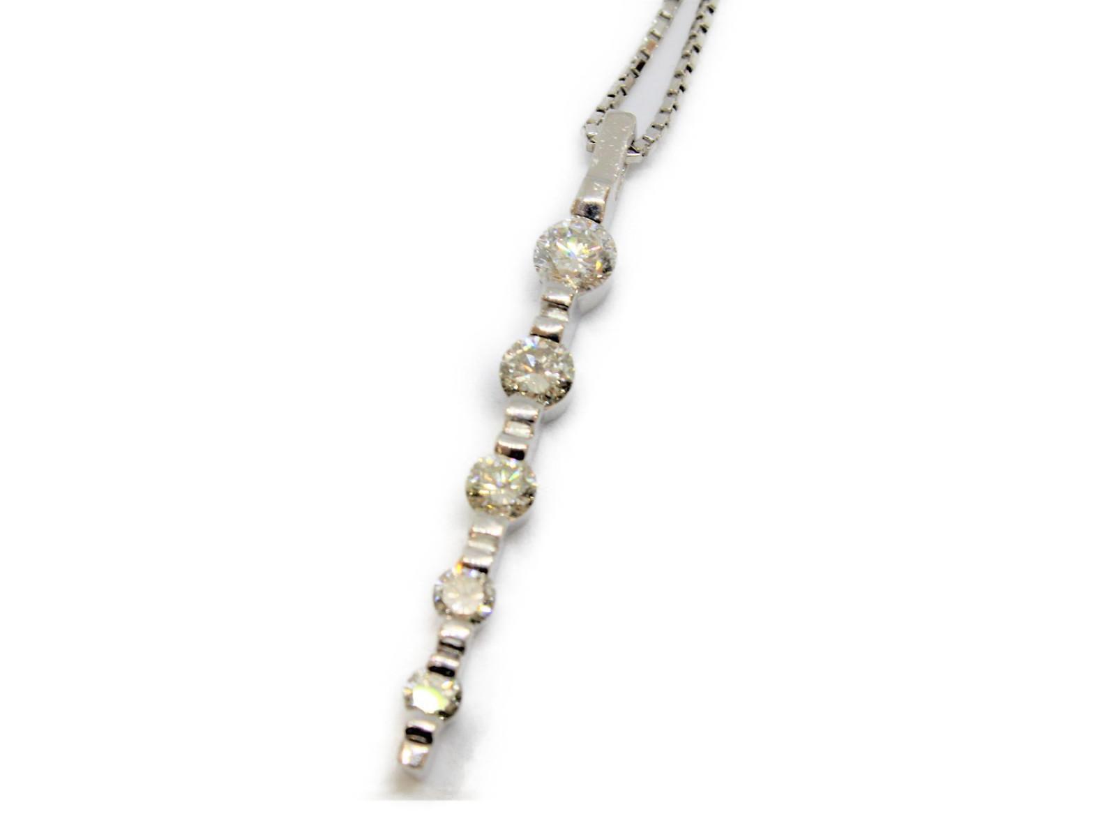 ダイヤモンド デザイン ネックレスダイヤ 5P ペンダントPt850 Pt900 プラチナ大人 ゴージャス 豪華キレイ 上品 ジュエリー 宝石プレゼントにいかがですか?ギフト包装可 【中古】