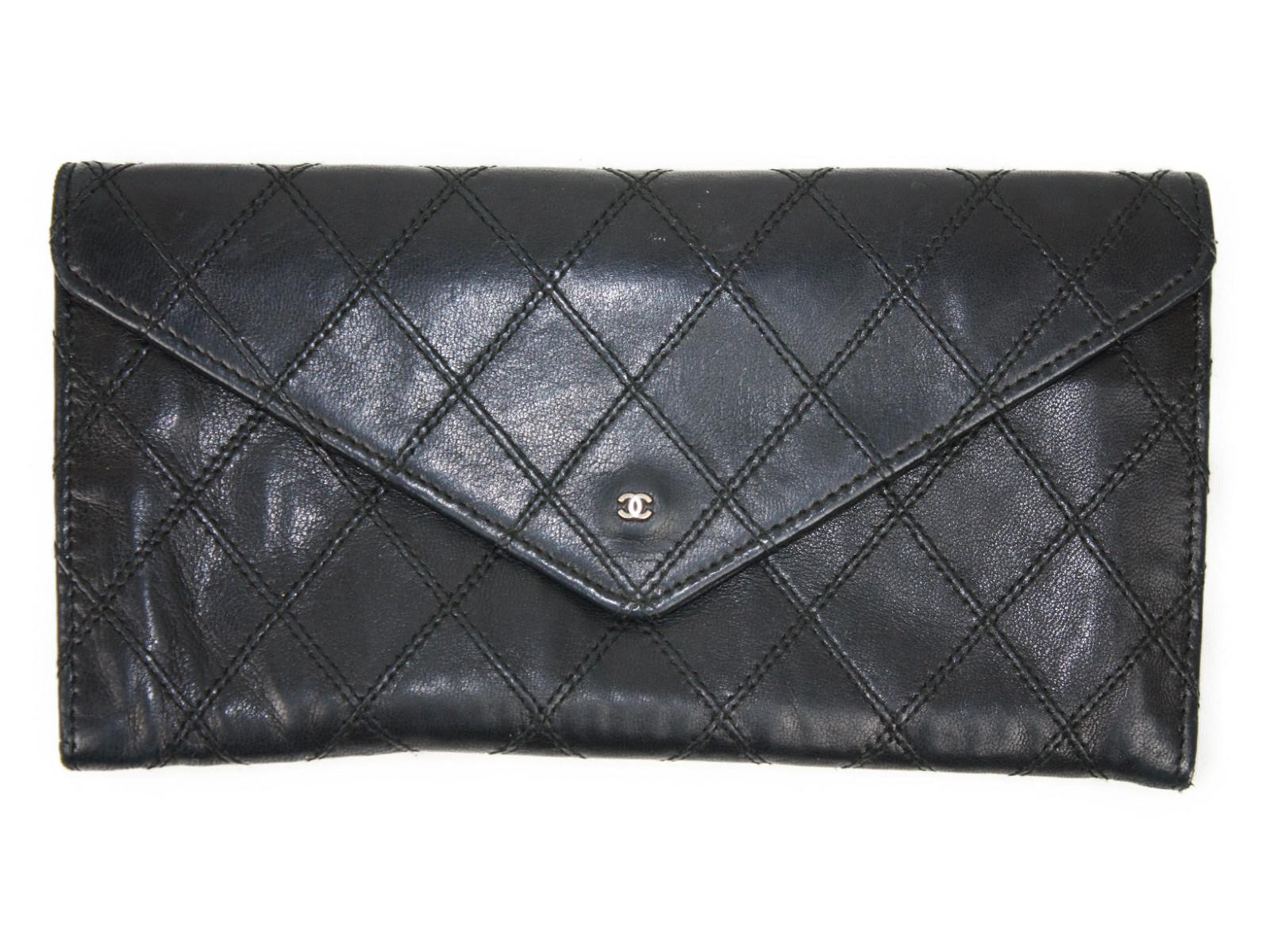 CHANEL 二つ折り長財布 ボタン式ブラック/黒 ココマーク レディースマトラッセ 上品【中古】