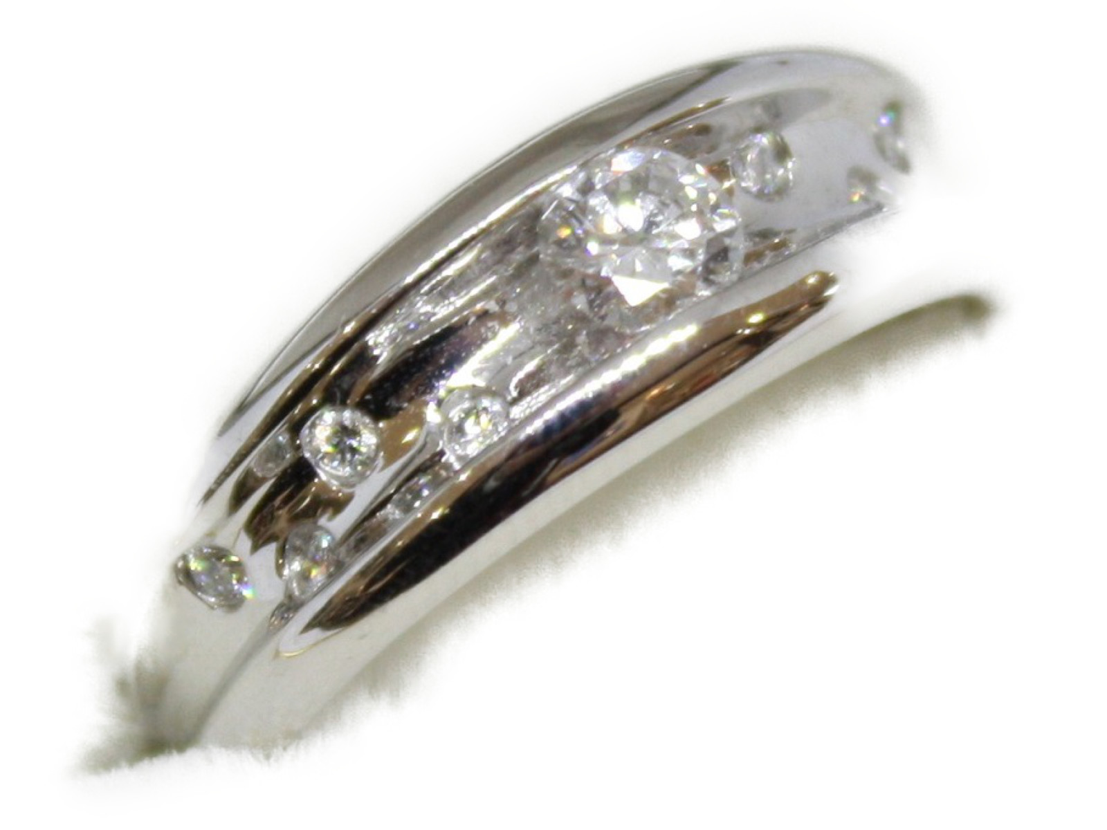 ダイヤモンドリングダイヤモンド0.25ct(中央)0.10ct(周囲)Pt900 9.4g 14号シンプル 【中古】
