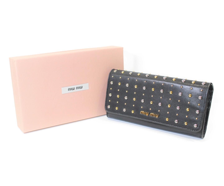 【箱あり】MIU MIU ミュウミュウ スタッズ付き長財布 ボタン式 ファスナー 5M1109 ブラック ゴールド系 レザー レディース ウィメンズ ユニセックス ブランド かっこいい【中古】