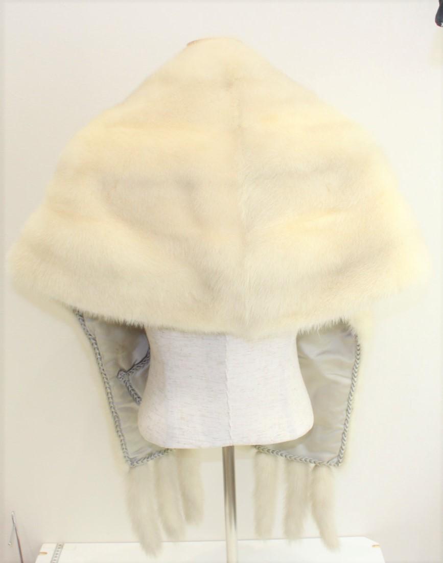 お飾り付き毛皮マフラーホワイト系レディース ウィメンズ ユニセックス ブランド 季節 冬 マフラー ファー ゴージャス 着物gb7IYfy6v