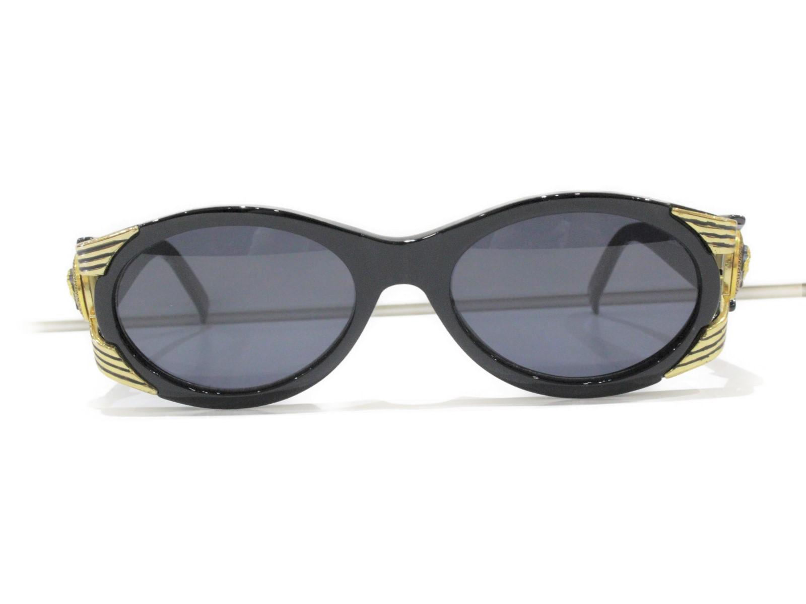 VERSACE ヴェルサーチ サングラス MOD.423 COL852 ブラック×ゴールド金具 プラスチック レディース ユニセックス メンズ ウィメンズ 眼鏡 かっこいい 小物 ゴージャス 高級 バブリー 幅広【中古】