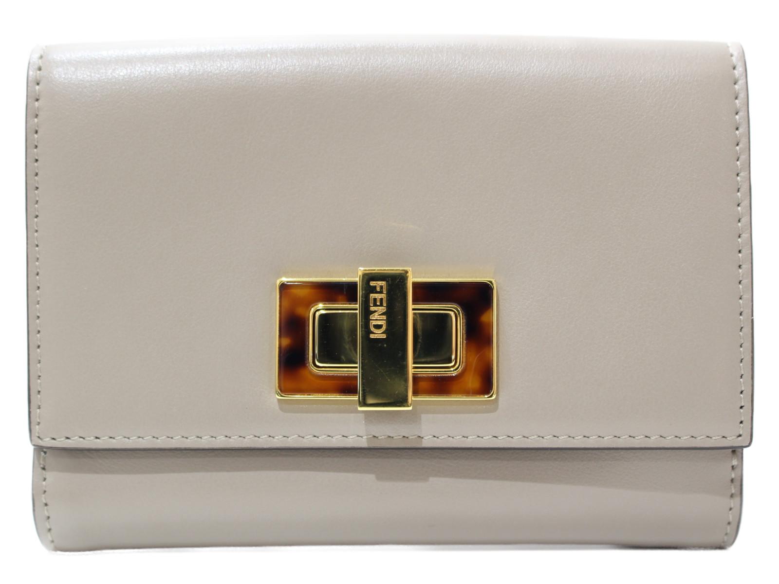 【箱あり】FENDI 二つ折り財布 8M0359 レザー グレージュ レディース 折り財布 ウォレット シンプル プレゼント包装可 【中古】