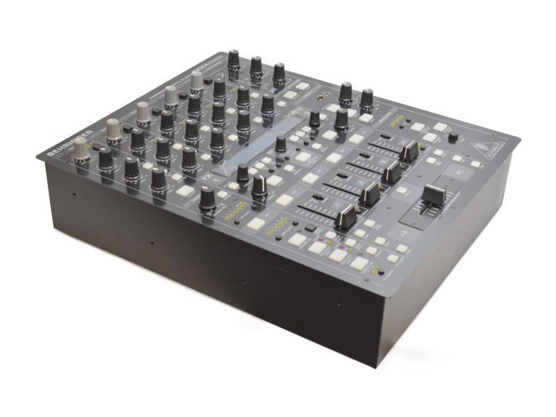 BEHRINGER PROFESSIONAL DIGTAL DJ MIXER DDM4000 ベリンガー 【中古】