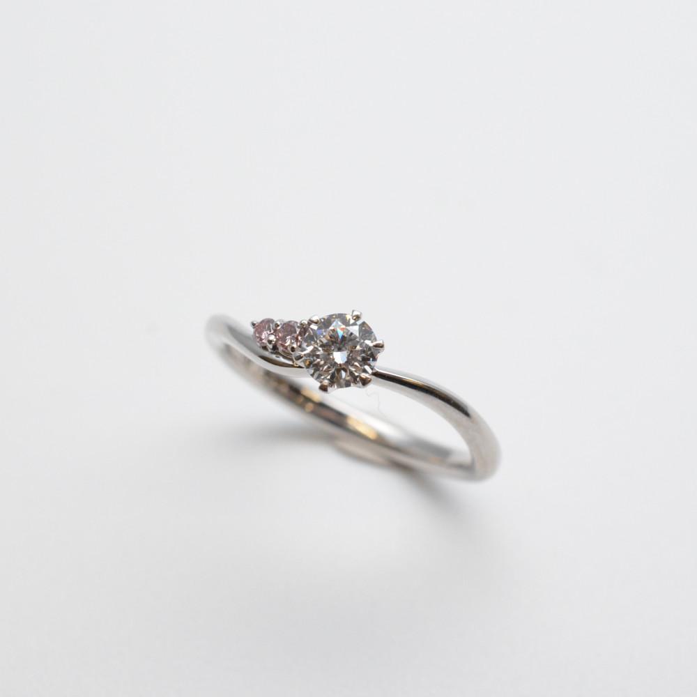 Pt900 プラチナ ダイヤモンド リング 指輪 シルバー/ピンク 9.5号 エンゲージリング 婚約指輪【中古】【送料無料】