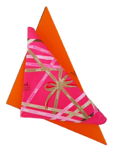 【美品】HERMES エルメス 三角スカーフ シルク100% ボルデュック リボン柄 ピンク系【中古】
