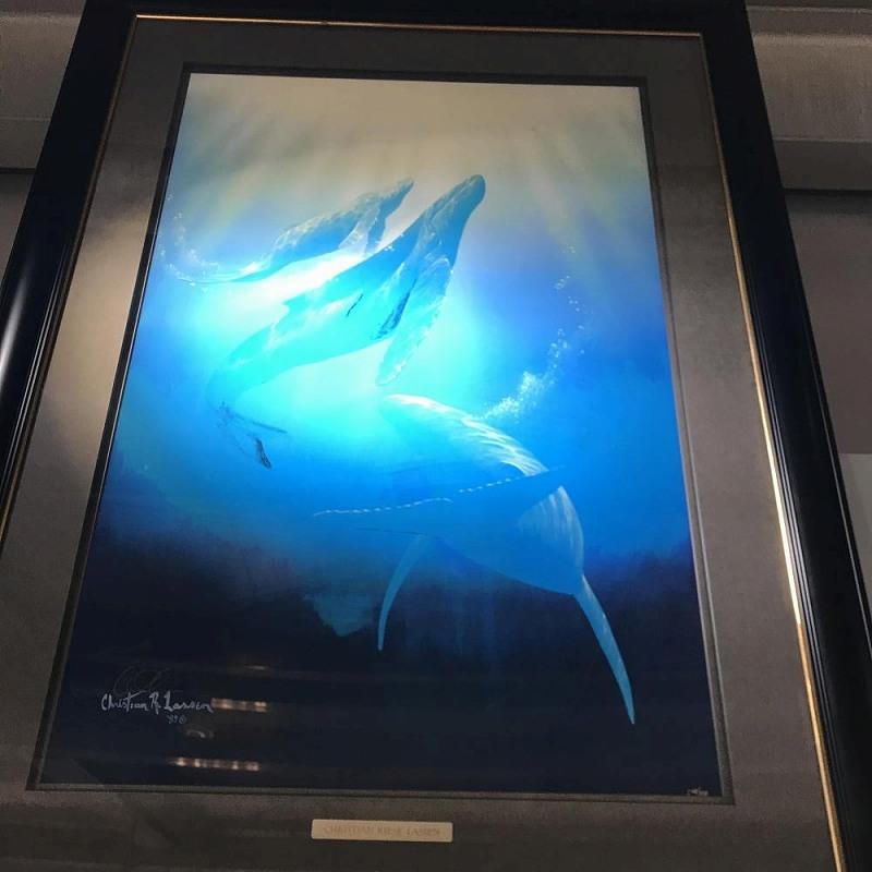絵画 クリスチャンラッセン ロードオブザ・シー ED68/225 サイズ H80cm W51cm クジラ3頭 水色 遊泳 額縁 中古 管理HS0069