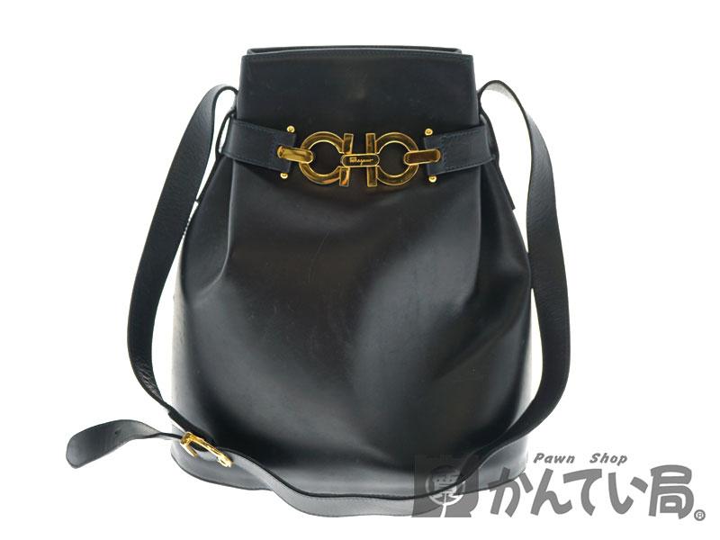 0e13aa84a721 FERRAGAMO【フェラガモ】 AQ21 3160 ショルダーバッグ レザー ブラック 黒 ゴールド金具 縦型 鞄