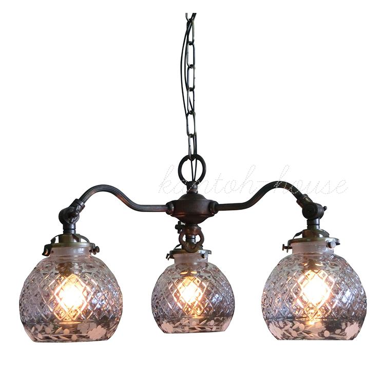 リビングやダイニングの主役になる簡単取付の引掛けシーリングタイプの吊り下げ式室内照明 LED電球に交換可能 アンティーク調クラシックスタイルのシャンデリア。