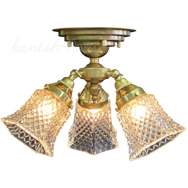 リビングやダイニングの主役になる簡単取付の引掛けシーリングタイプの室内照明。アンティーク調クラシックスタイルのシーリングランプ。おしゃれなシャンデリア。  LED電球に交換可能