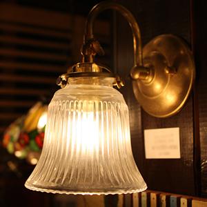 照明 アンティーク レトロ おしゃれ かわいい 北欧 インテリア 送料無料 壁用 壁 室内 壁付け ウォールランプ ウォールライト ブラケット ライト 灯具 室内照明 ブラケットライト ガラス 日本製