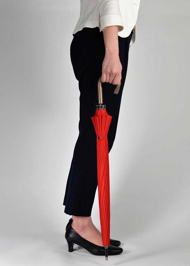 フルサイズショート アンブレラ【フルフラン】カラー:レッドギネスクラスの短さ全長約72cm 楽に持てるストレスフリー設計ゆったりフルサイズ&超軽量ボディ(約270g)新時代の雨傘※即納できます