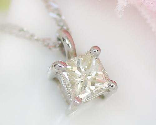 プラチナ 0.15ct プリンセスカット ダイヤモンド ペンダント