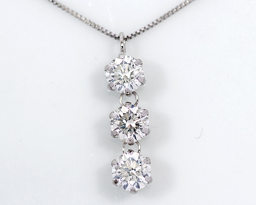 K18WG 1.0ct ダイヤモンド3ストーンペンダント