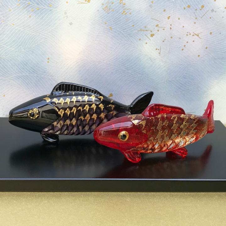 安い購入 【送料無料 育伸>】ガラスの鯉を端午の節句のお祝いに!【塗り台付き】双鯉 錦 箱入り<ガラス作家 錦 国広 育伸>, アマダグン:8dd3e87b --- canoncity.azurewebsites.net