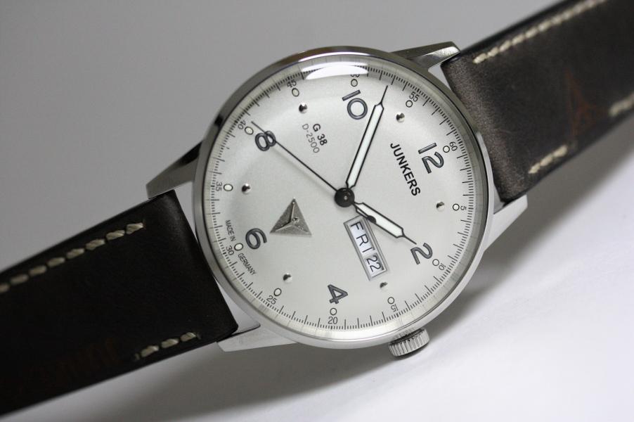 在庫処分価格SALE!ドイツ製Junkers【ユンカース】G38クォーツ・デイデイト腕時計/パイロットウォッチ/正規代理店商品/送料無料/メーカー希望小売価格35,200円