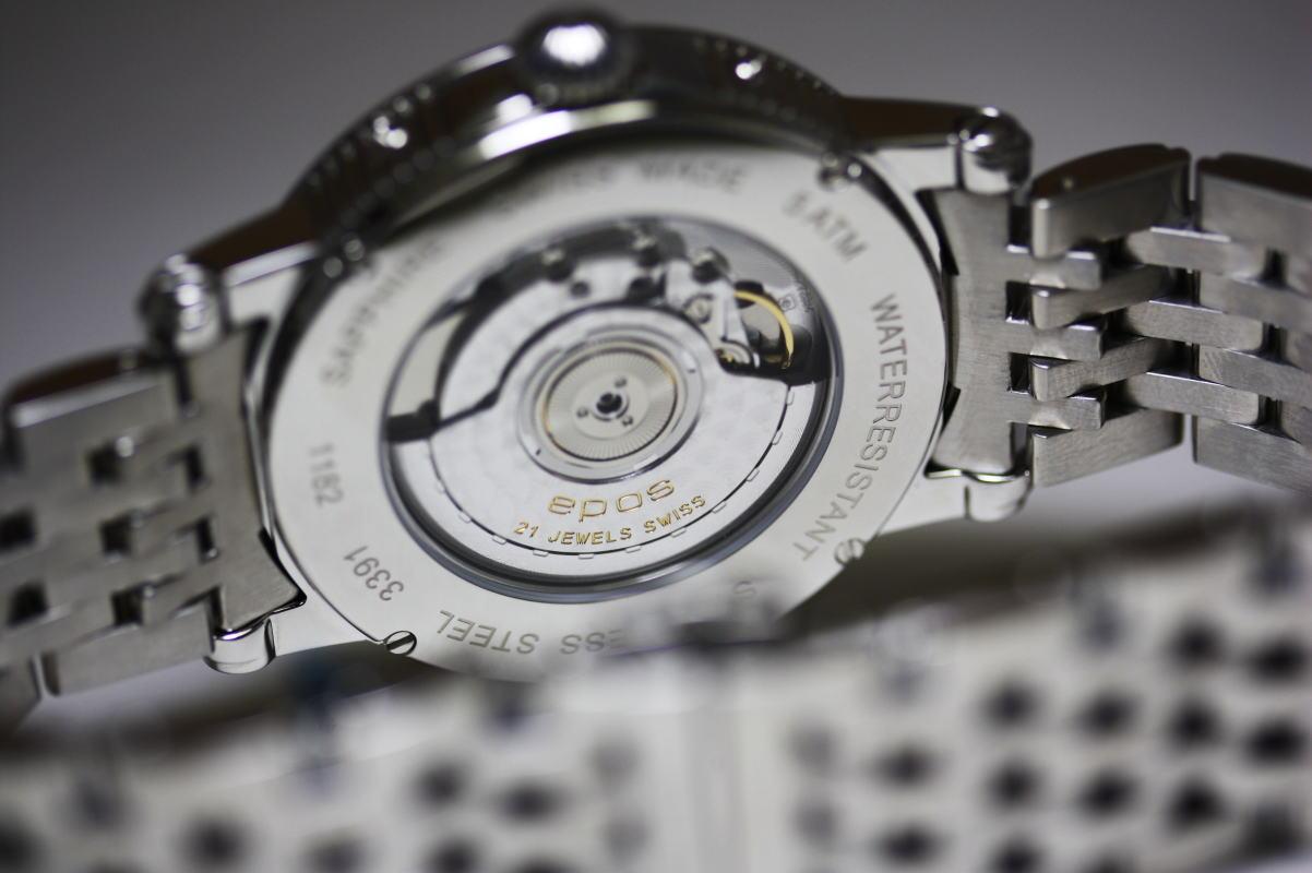 自动拧制造EPOSNight Sky三重日历,并且是手表/月亮相