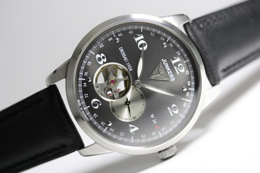 ドイツ製Junkers【ユンカース】Dessau 1926 Flatlineオープンハート自動巻き腕時計/フラットライン/バウハウスデザイン/正規代理店商品