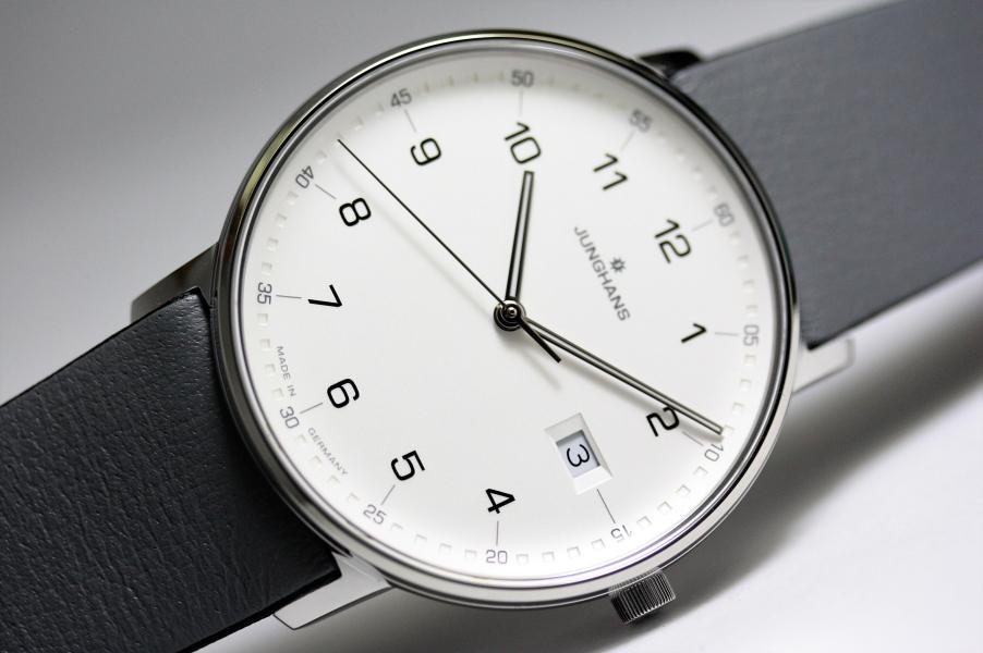 サファイアガラス採用!ドイツ製Junghans【ユンハンス】FORM【フォーム】バウハウス・デザイン/クォーツ腕時計/正規代理店商品