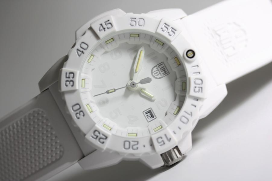 真っ白なホワイトアウト!スイス製LUMINOX【ルミノックス】NAVY 3500【ネイビーシールズ】ホワイトアウト・ダイブウォッチ200m防水腕時計/正規代理店商品 SEAL