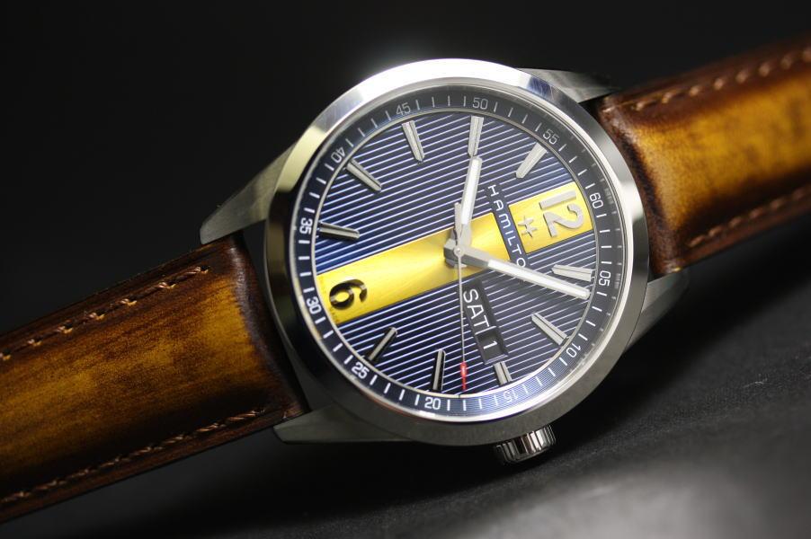 大胆なカラーリングのHamilton【ハミルトン】Broadway【ブロードウェイ】Day Dateクォーツ腕時計H43311541/正規代理店商品
