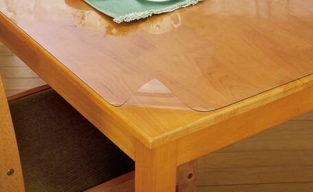 サッと敷くだけ テーブルのキズ 汚れを防ぎます 食器を置く際の音も緩和 25日カードで5倍 日本製 透明テーブルマット 85×150cm 静電気防止 ベタツキ防止コート ローテーブル ダイニングテーブル 時間指定不可 デスクマット 物品 キズ防止 汚れ防止 机マット 座卓 クリアマット センターテーブル パソコンデスク