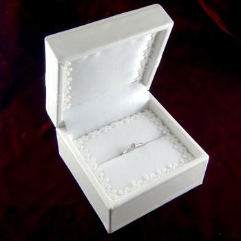指輪ケース リング用ジュエリーケース あす楽 リングケース ブライダルケース 割引も実施中 コンビニ受取対応商品 収納 プレゼントに 新着セール 贈り物に ジュエリーボックス