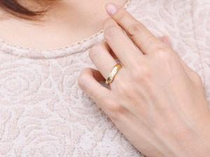 []婚約指輪 エンゲージリング ダイヤモンドリング 指輪 コンビリング プラチナ イエローゴールドk18 18金 18k ピンキーリング ダイヤ スパイラル ウェーブリング レディース【楽ギフ_包装】【コンビニ受取対応商品】
