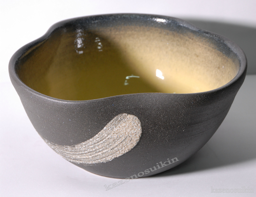 黄釉刷毛目水鉢(12号)【睡蓮(スイレン)鉢】【信楽焼き】(金魚鉢・メダカ鉢・陶器・水鉢)