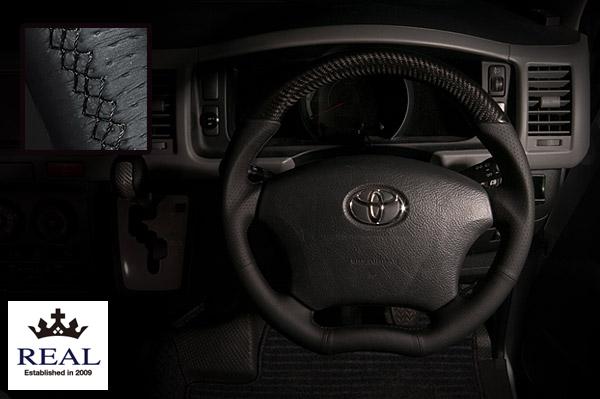 【 アルファード ANH10W, MNH10W, ANH15W, MNH15W用 】 レアル ステアリング オリジナルシリーズ (プラチナブラックカーボン / ブラック ユーロステッチ) 品番: H200-BKC-BK (REAL Steering 純正交換タイプ)