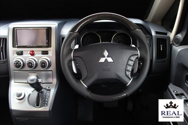 【 パジェロ V83W, V88W, V93W, V98W用 】 レアル ステアリング オリジナルシリーズ (プラチナブラックカーボン) 品番: D5-BKC-BK (REAL Steering 純正交換タイプ)