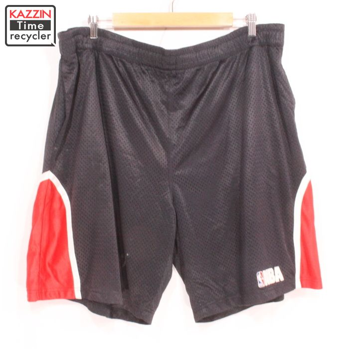 The size big size black black basketball short pants present gift which NBA mesh shorts ? XL size large size has a big for 2,000s