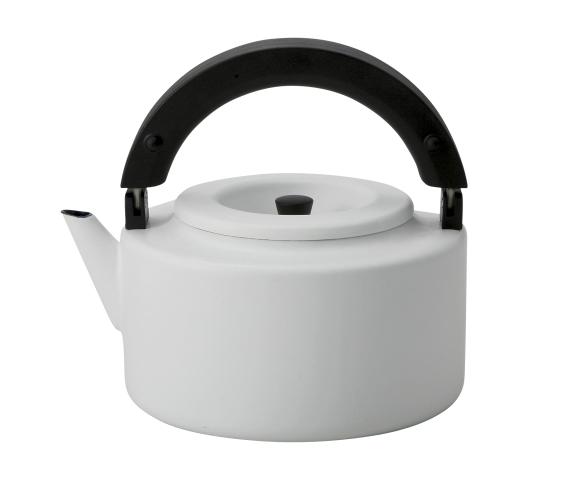 お茶を沸かした後は、ハンドルを畳んでコンパクトに冷蔵庫へ収納できる琺瑯ケトル シービージャパン CB JAPAN IH対応 Alaw アロー フラットケトル 2.3L FK-22 ホワイト 4560108660132 鍋 フライパン ケトル やかん ホーロー CB JAPAN