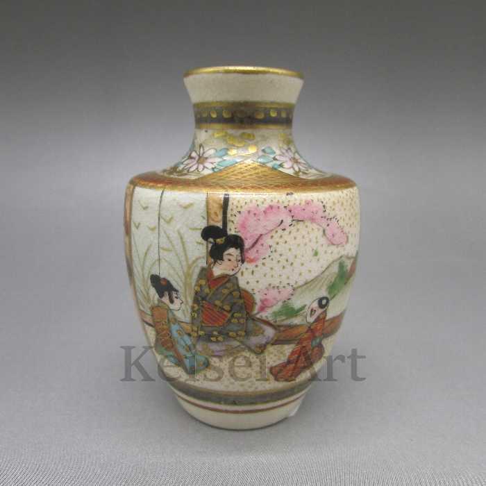 色絵金彩人物屋敷風景文花瓶 【 送料無料 】